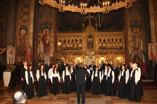 13.Corul Doina, dirijor Marin Darva
