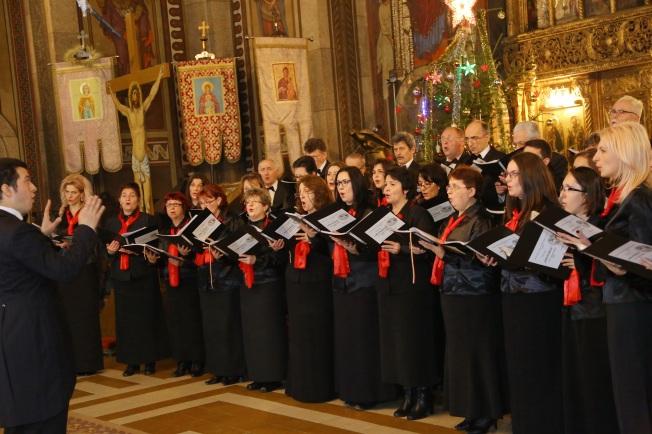 13.Corul Arhanghelii Orastie, dirijor Marius Popa